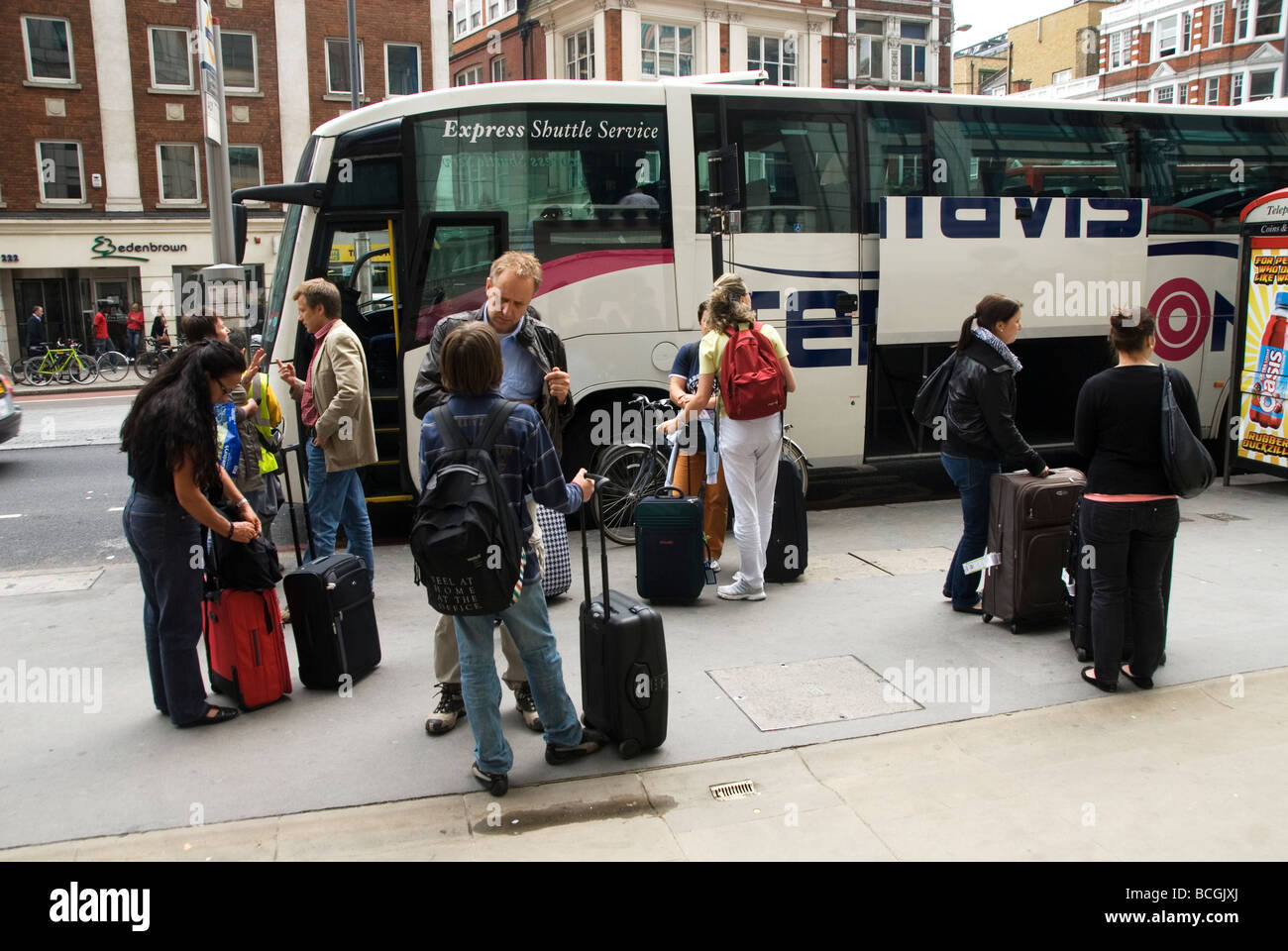 Liverpool Street Passengers waiting to take a Terravision coach to Stanstead airport - Stock Image