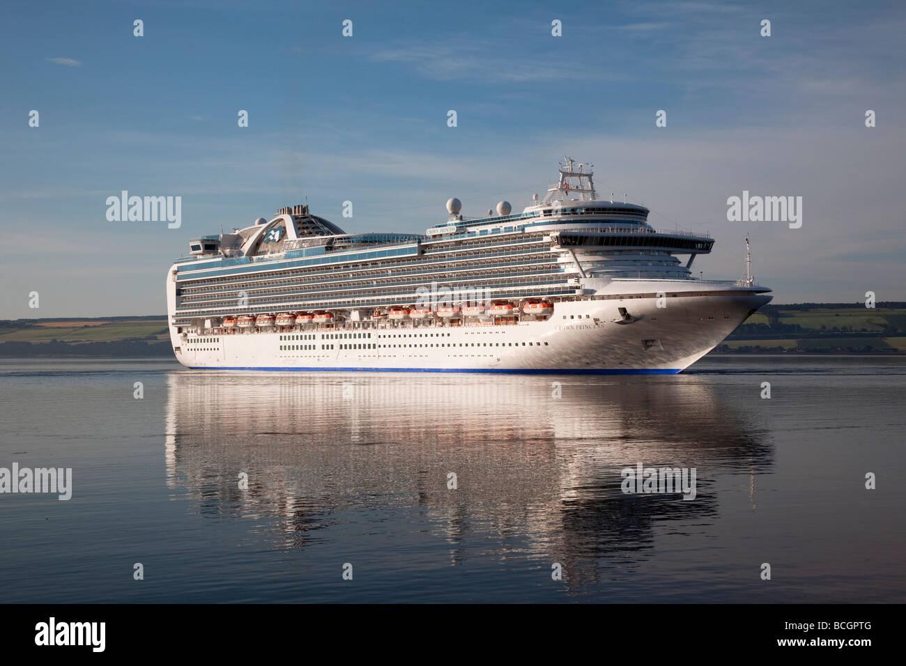 Seascape u0026 Reflections of Cruise ship The