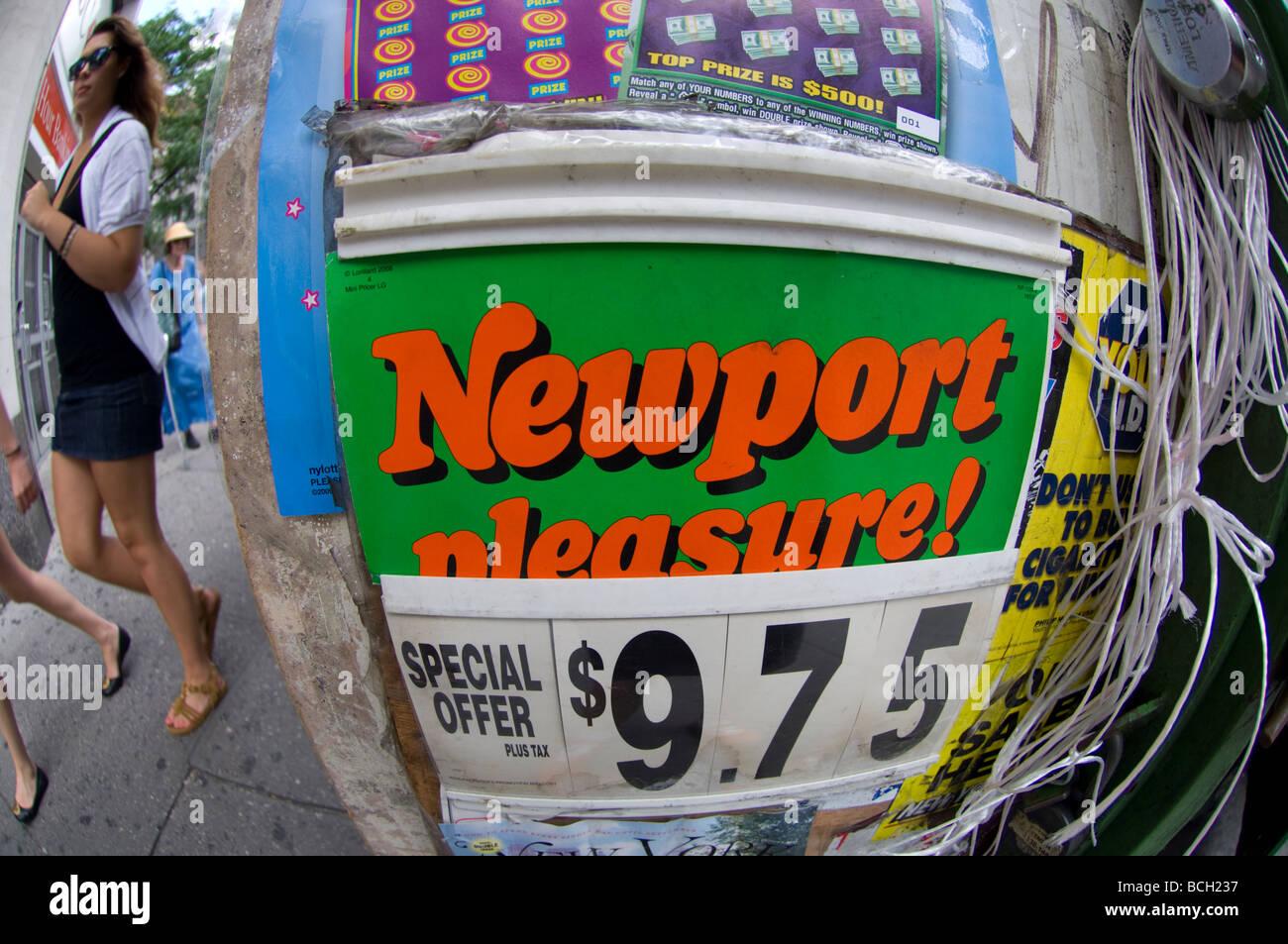 Newport Menthol Cigarettes Stock Photos & Newport Menthol Cigarettes