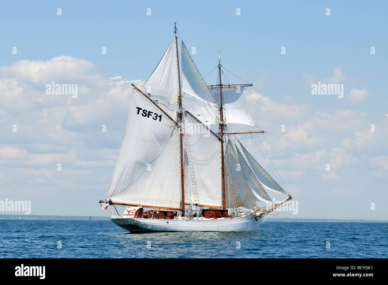 French tall ship Etoile a gaff rigged schooner under full sail - Stock Image
