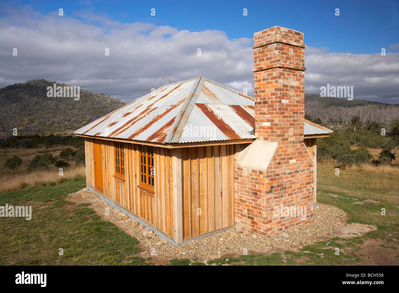 The Rest House reconstructed historic hut burnt in 2003 bushfires Sawyers Hill Kosciuszko National Park Snowy Mts - Stock Image