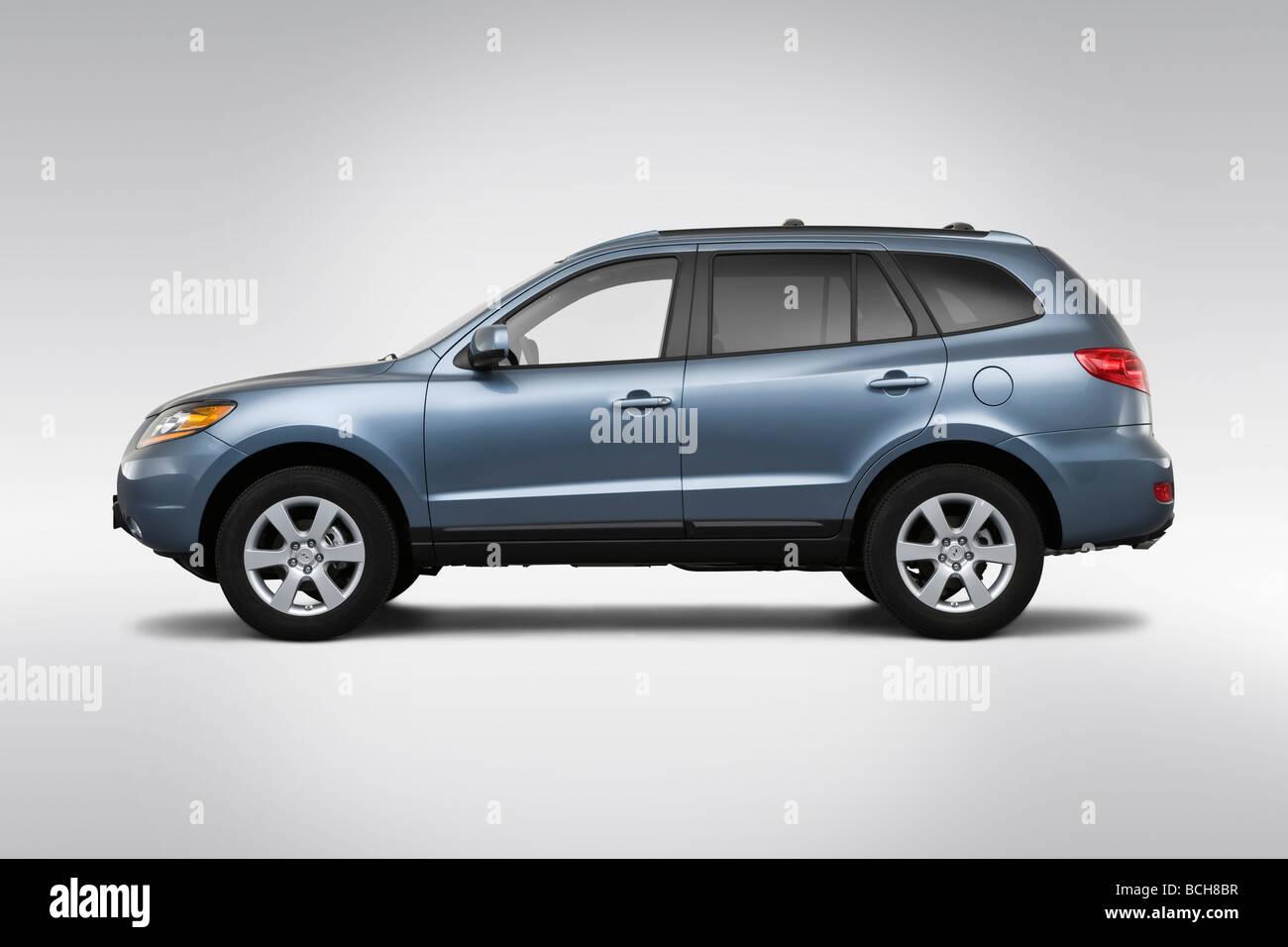 2009 Hyundai Santa Fe SE in Blue - Drivers Side Profile - Stock Image