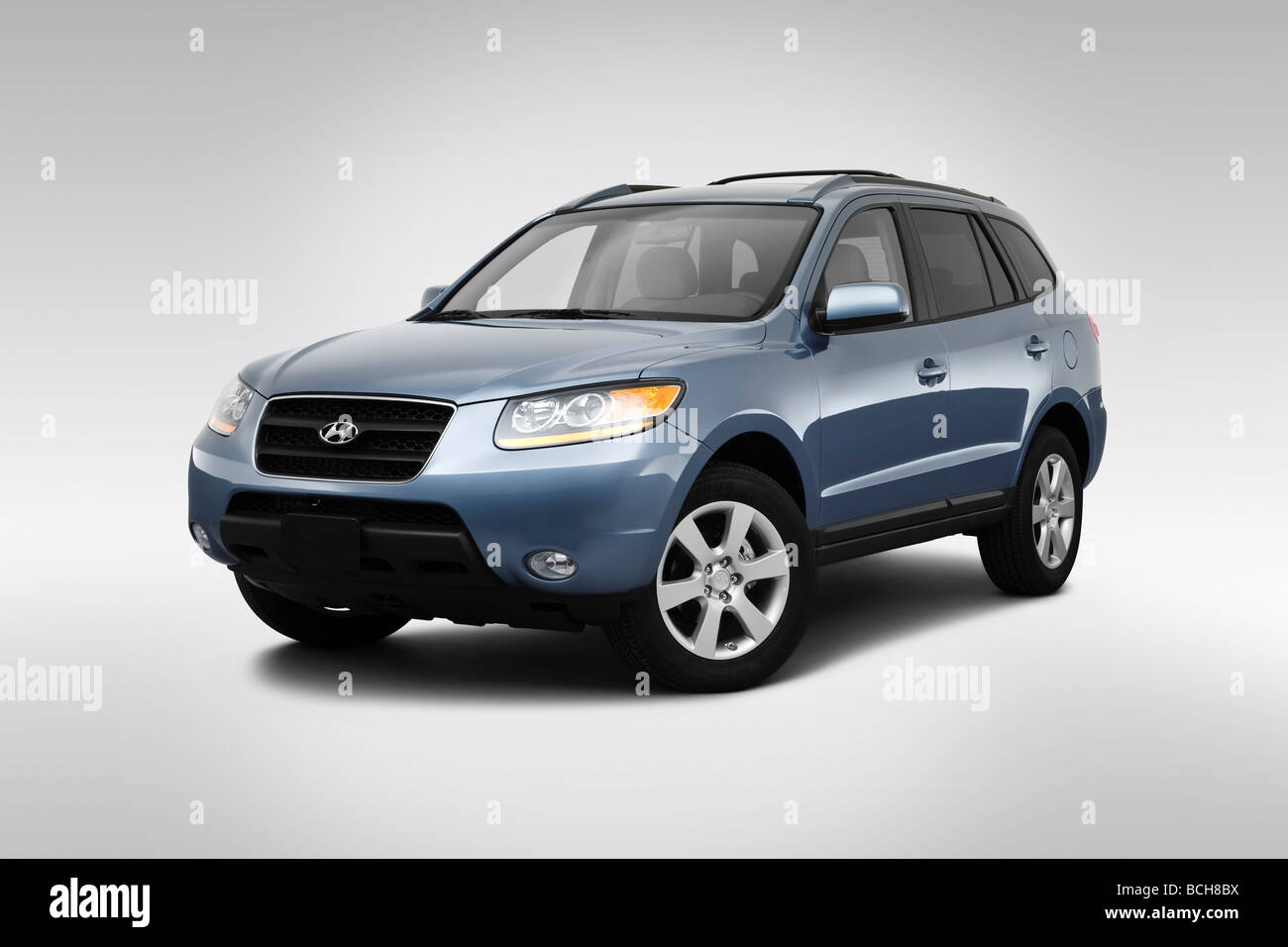 2009 Hyundai Santa Fe SE in Blue - Front angle view - Stock Image