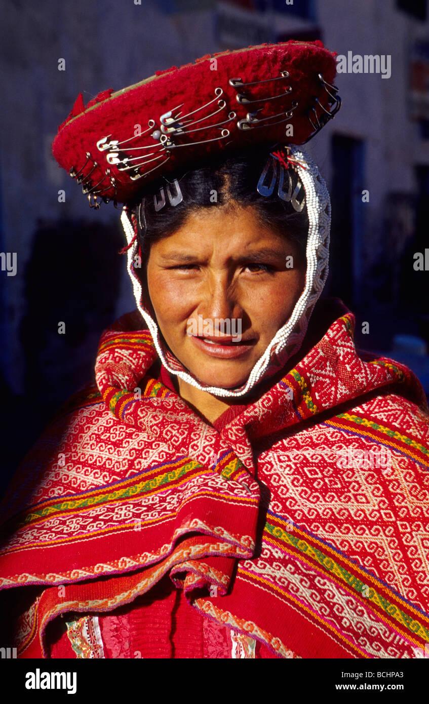 Native Quechua woman in the traditional costume Ollaytantambo Urubamba Valley Peru - Stock Image