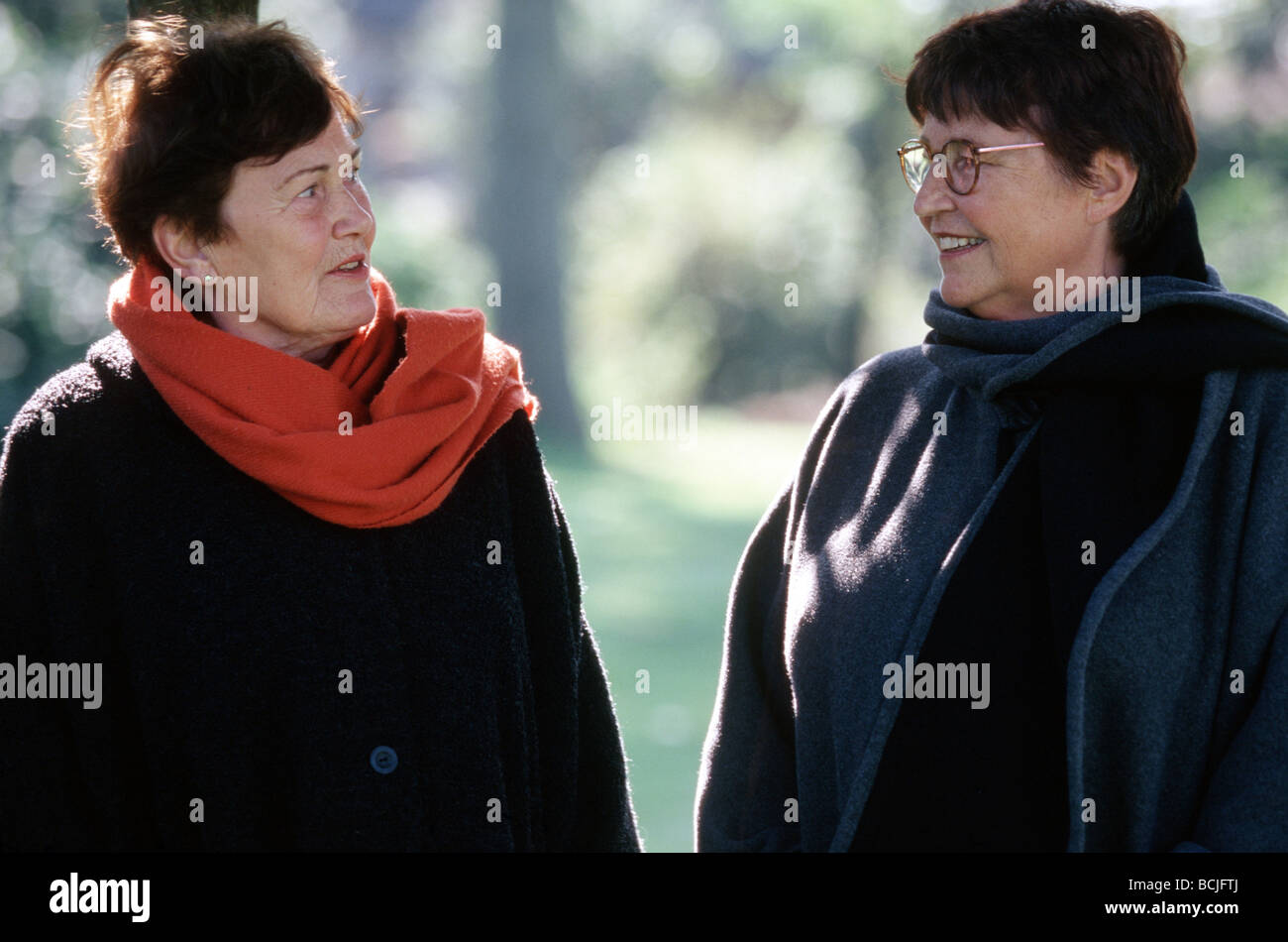 Two od friends chatting outside with each other - Stock Image