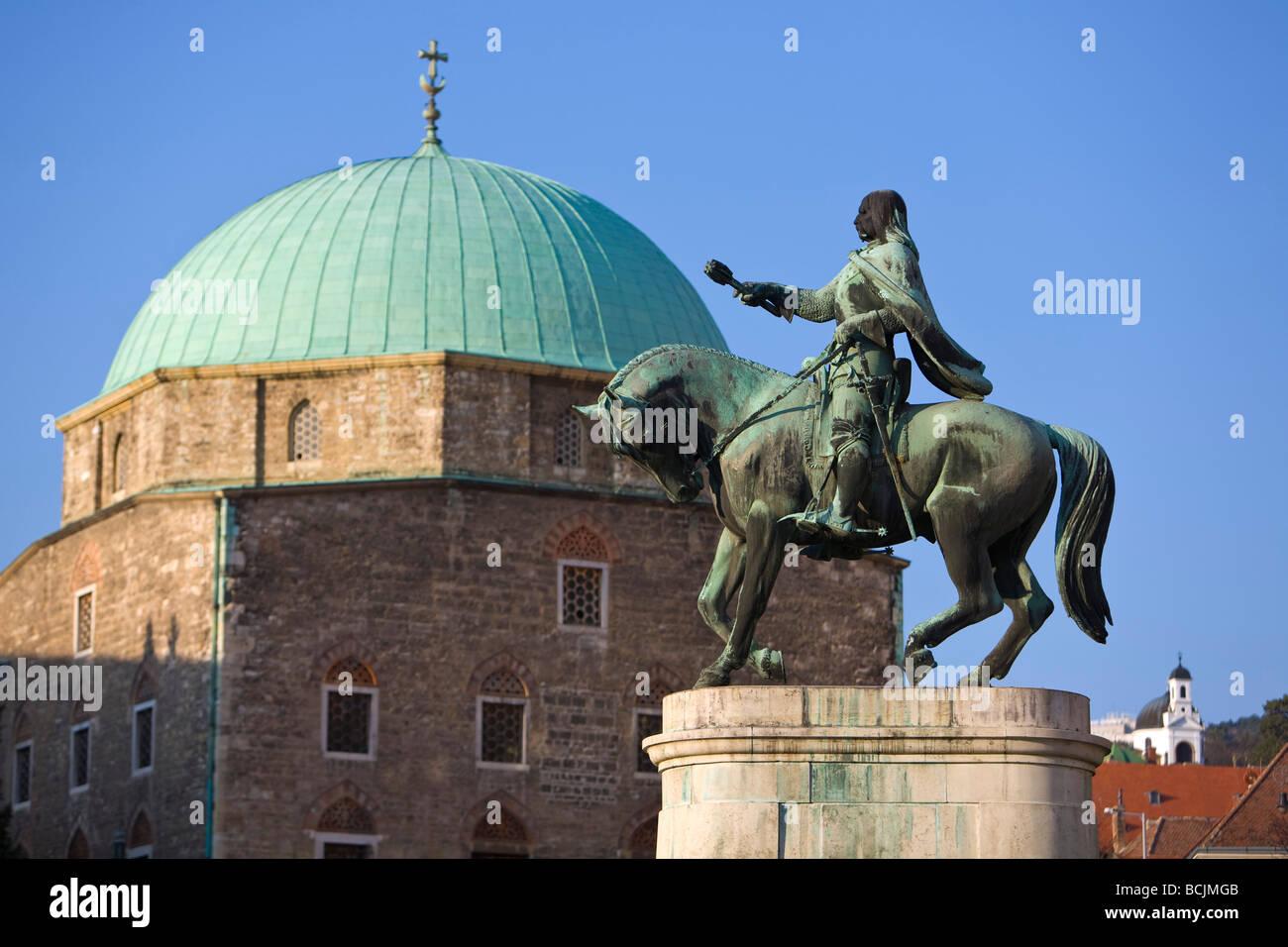 Laszlo Hunyadi Memorial & Dzsami (Turkish Church), Szechenyi Square, Pecs, Southern Transdanubia, Hungary, RF - Stock Image
