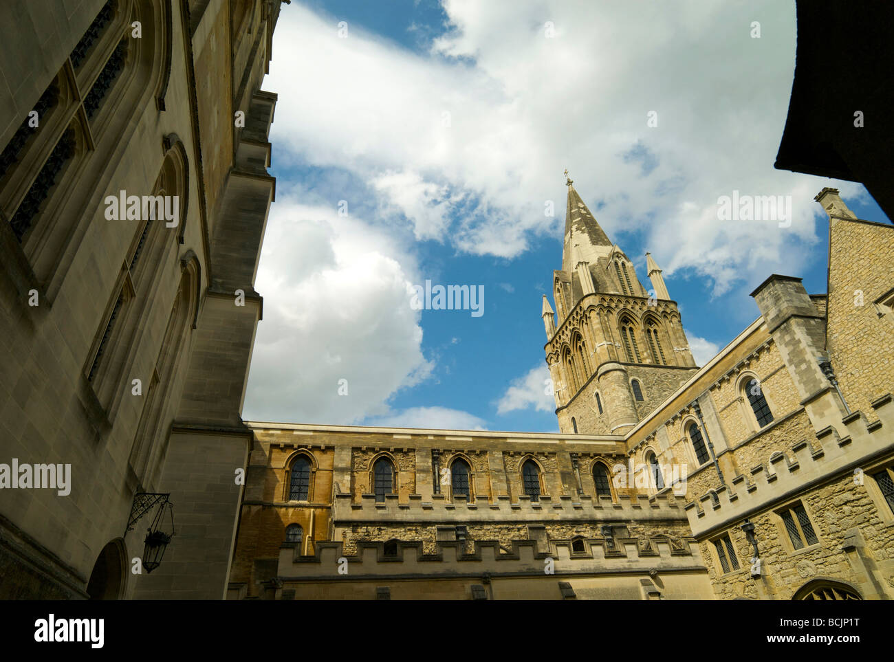 The cloister at Christ Church college Oxford looking towards the Cathedral spire - Stock Image