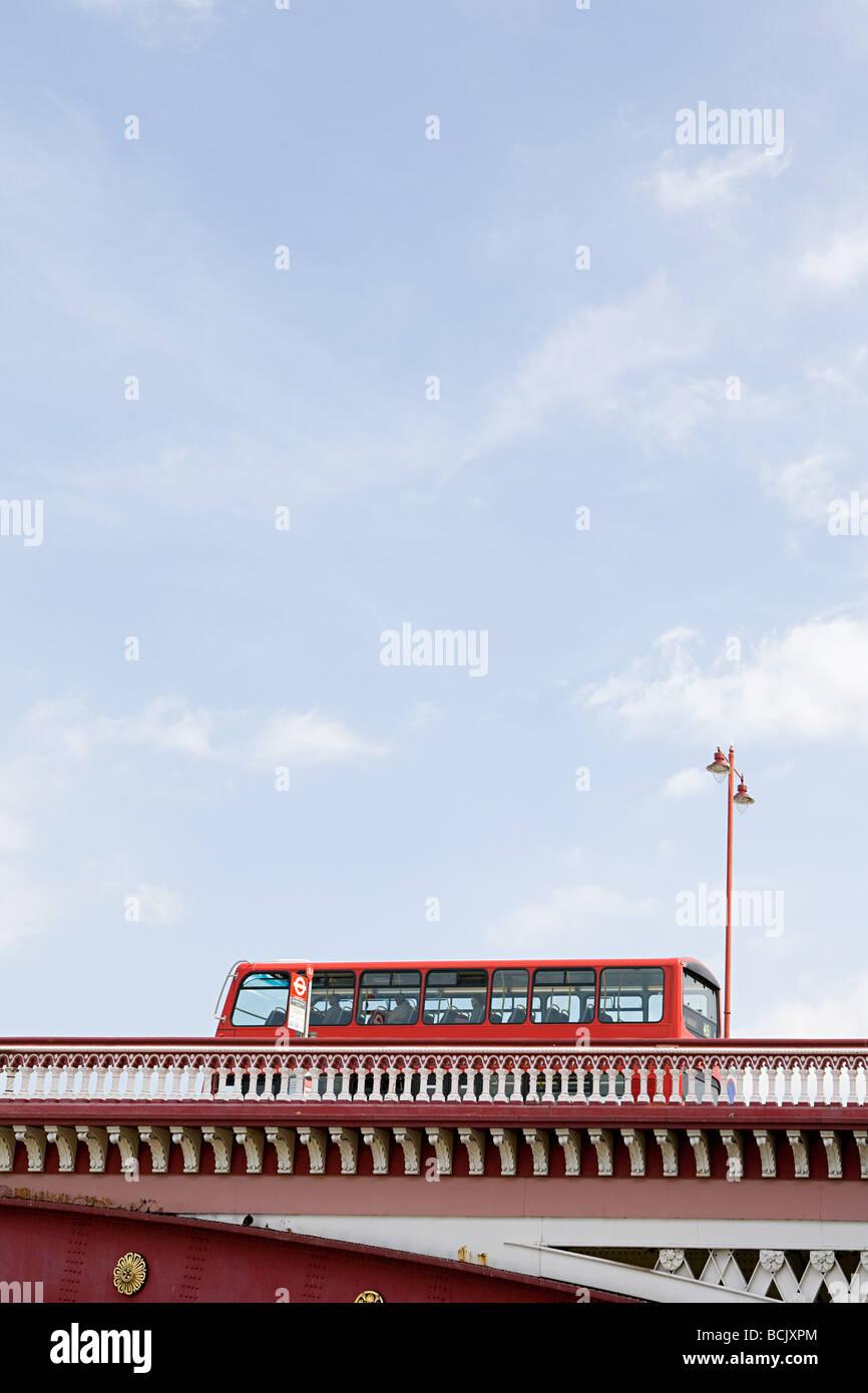 Bus on blackfriars bridge - Stock Image