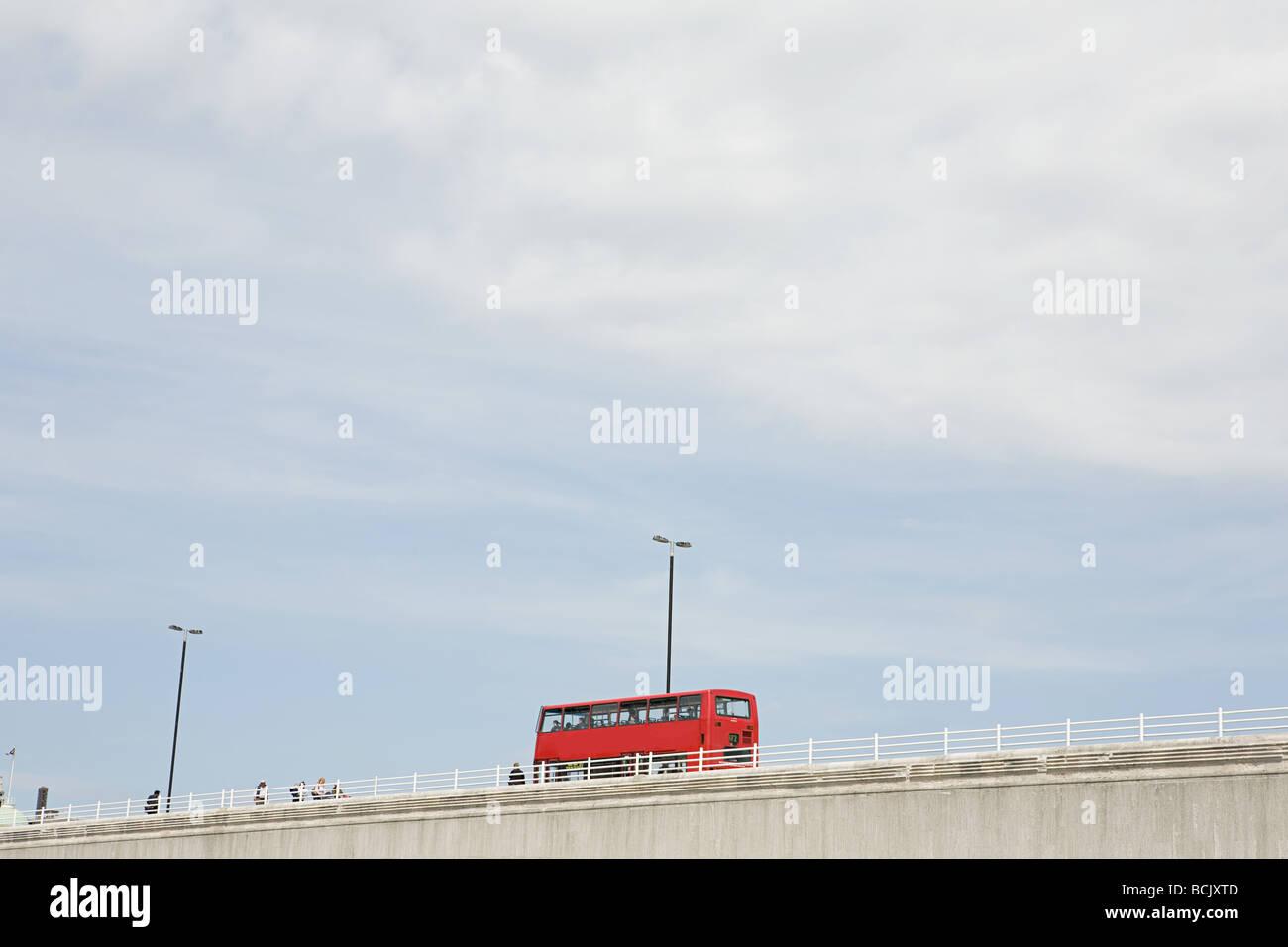Bus on waterloo bridge - Stock Image