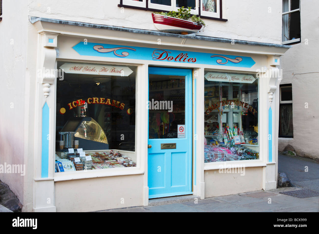 Dollies ice cream and confectionary shop in Robin Hood s Bay near Whitby North Yorkshire - Stock Image