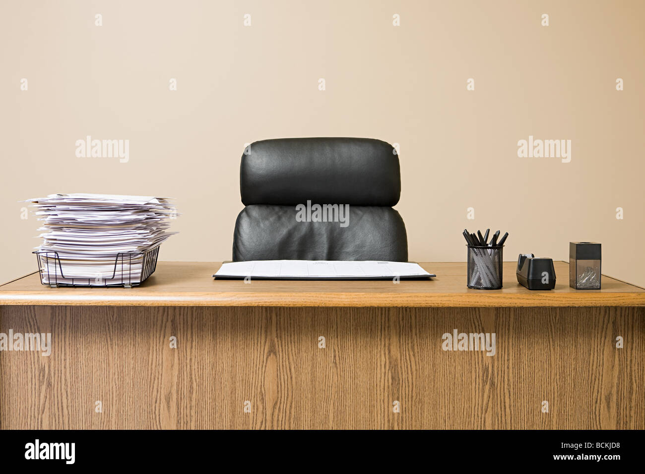 Office desk with overflowing inbox - Stock Image