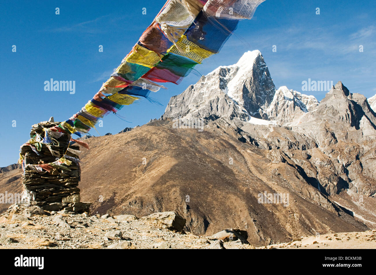 Buddhist prayer flags in himalayas - Stock Image