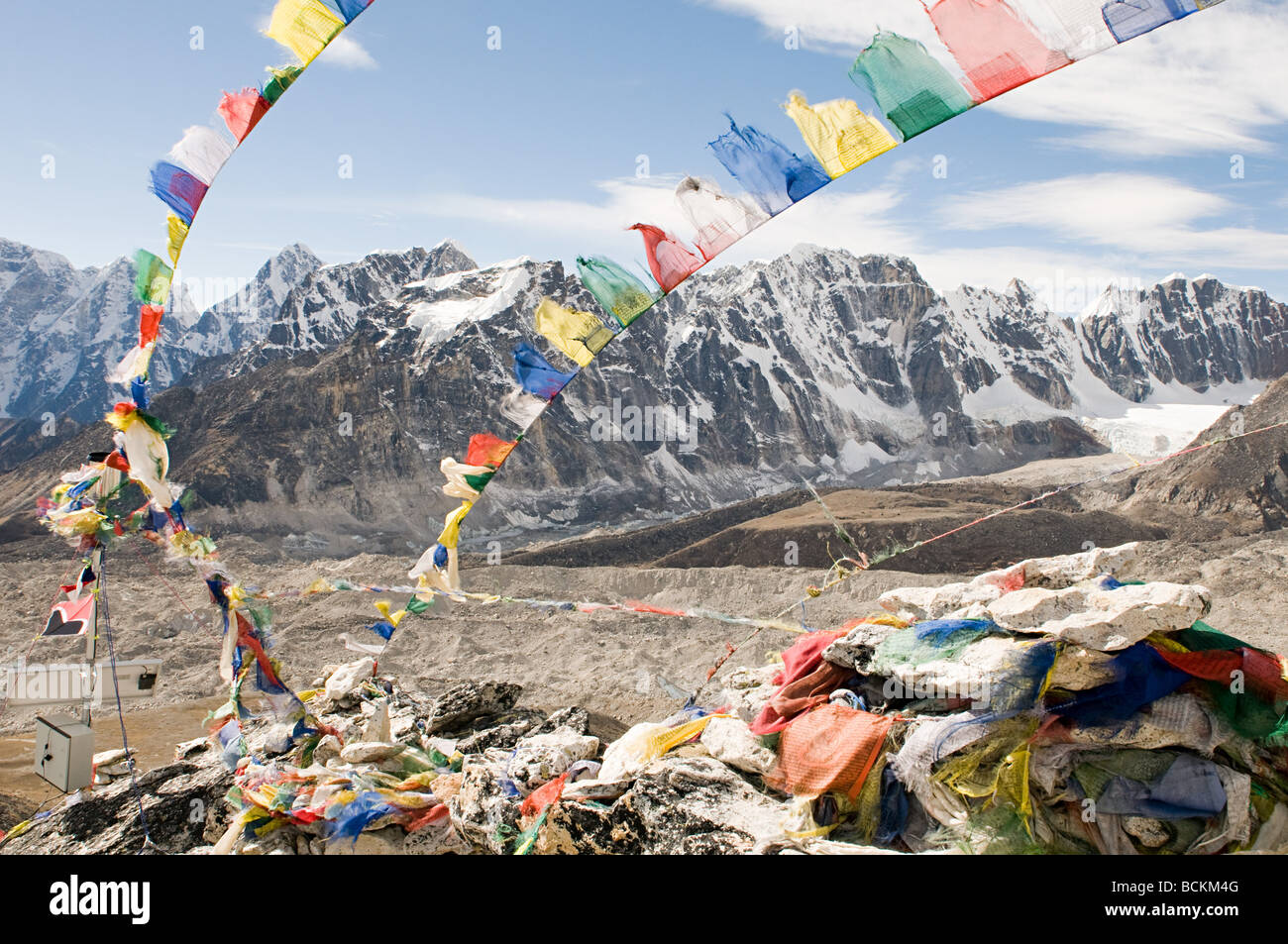 Prayer flags and mount everest - Stock Image