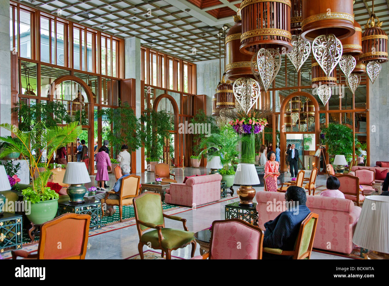 Thailand. The elegant lobby of the famous Mandarin-Oriental Hotel situated on the Chao Phraya River. - Stock Image