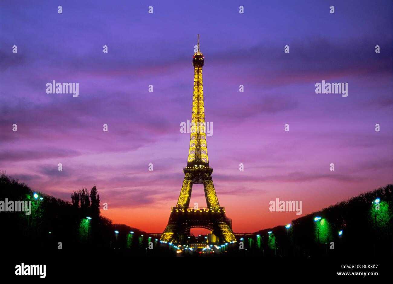 Bhz bhz Paris France EU Europe 'Eiffel tower' sunset from the 'Parc du Champs de Mars' bhz - Stock Image