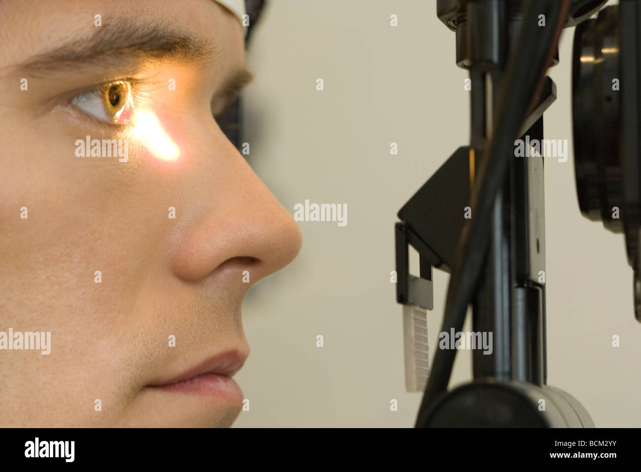 Male patient undergoing eye exam, close-up - Stock Image