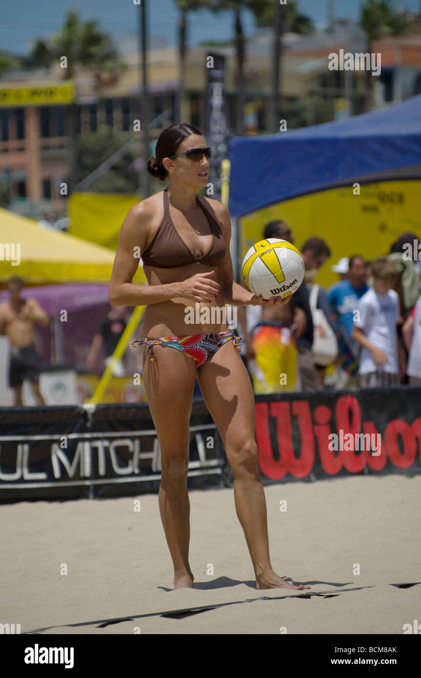 53rd Manhattan Beach Open, AVP, women's beach volleyball qualifying match. - Stock Image
