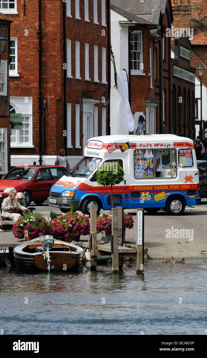 d5ae19b579 Ice Cream van parked on the riverside at Henley on Thames Oxfordshire  England UK