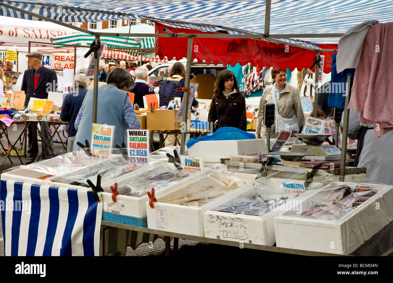A fish stall at the Thursday famer's market in the typical English market town of Devizes Wiltshire England - Stock Image