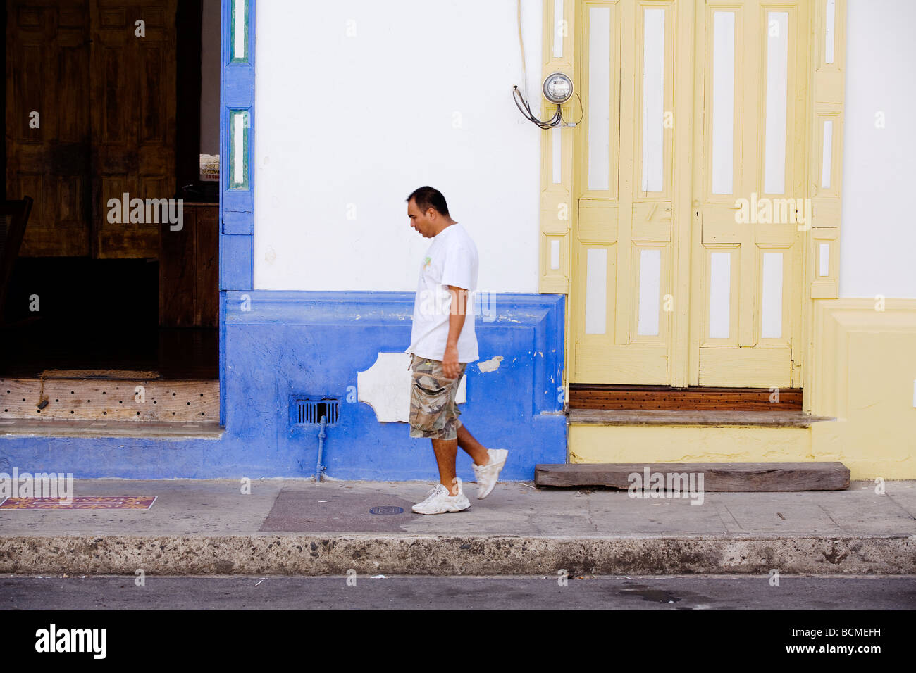 A man walks in front of a colonial building in the Calle real district of Liberia in Guanacaste, Costa Rica. - Stock Image