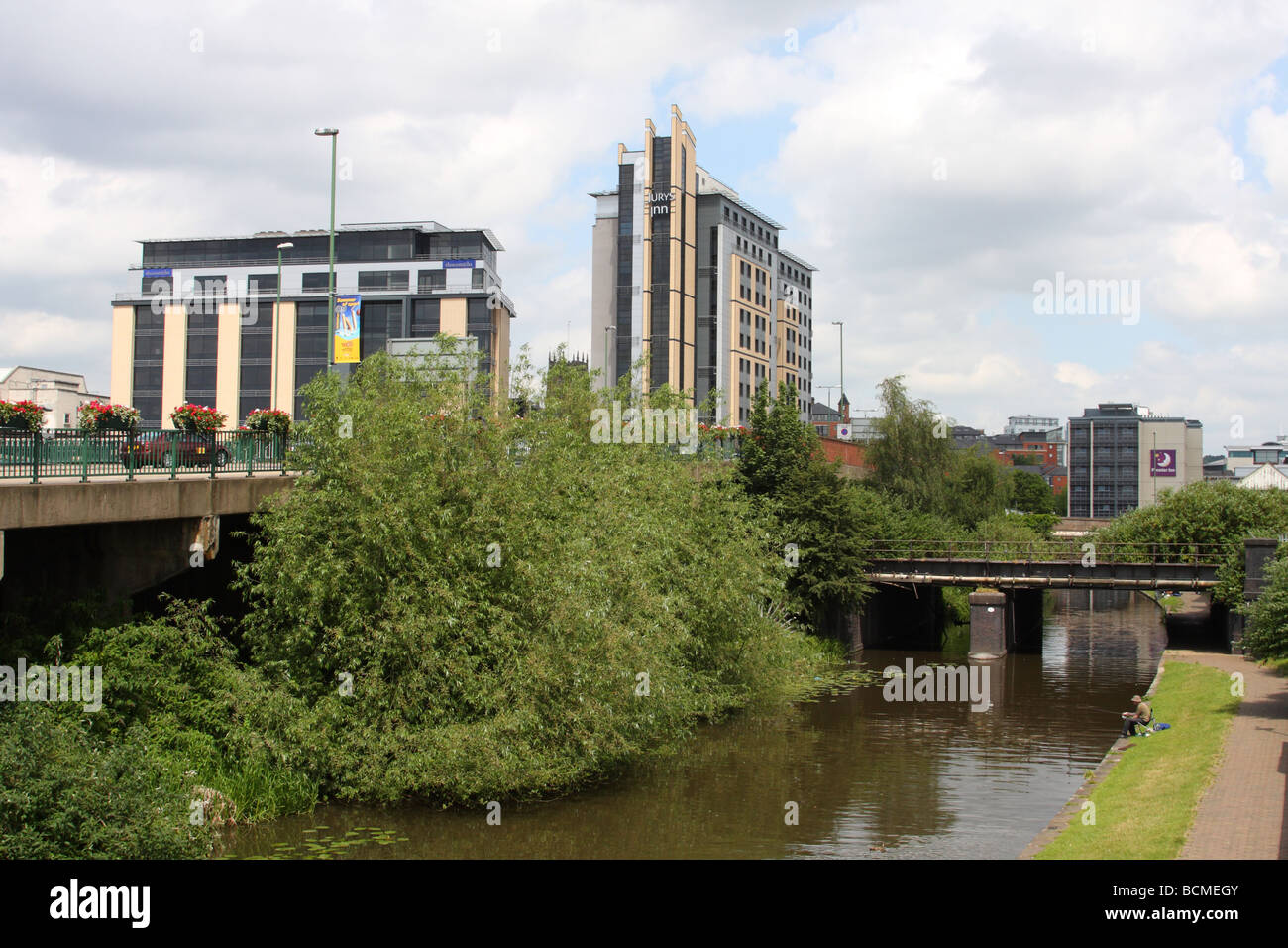 A canal and towpath, London Road, Nottingham, England, U.K. - Stock Image