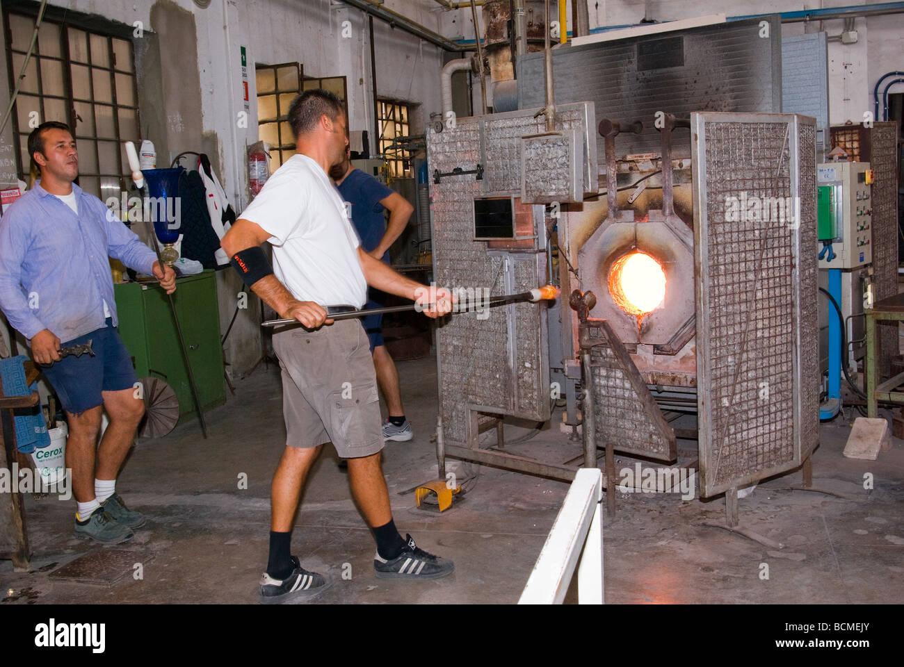 Souffleur De Verre Ile De Ré italy veneto murano glass blower putsglass in the furnace