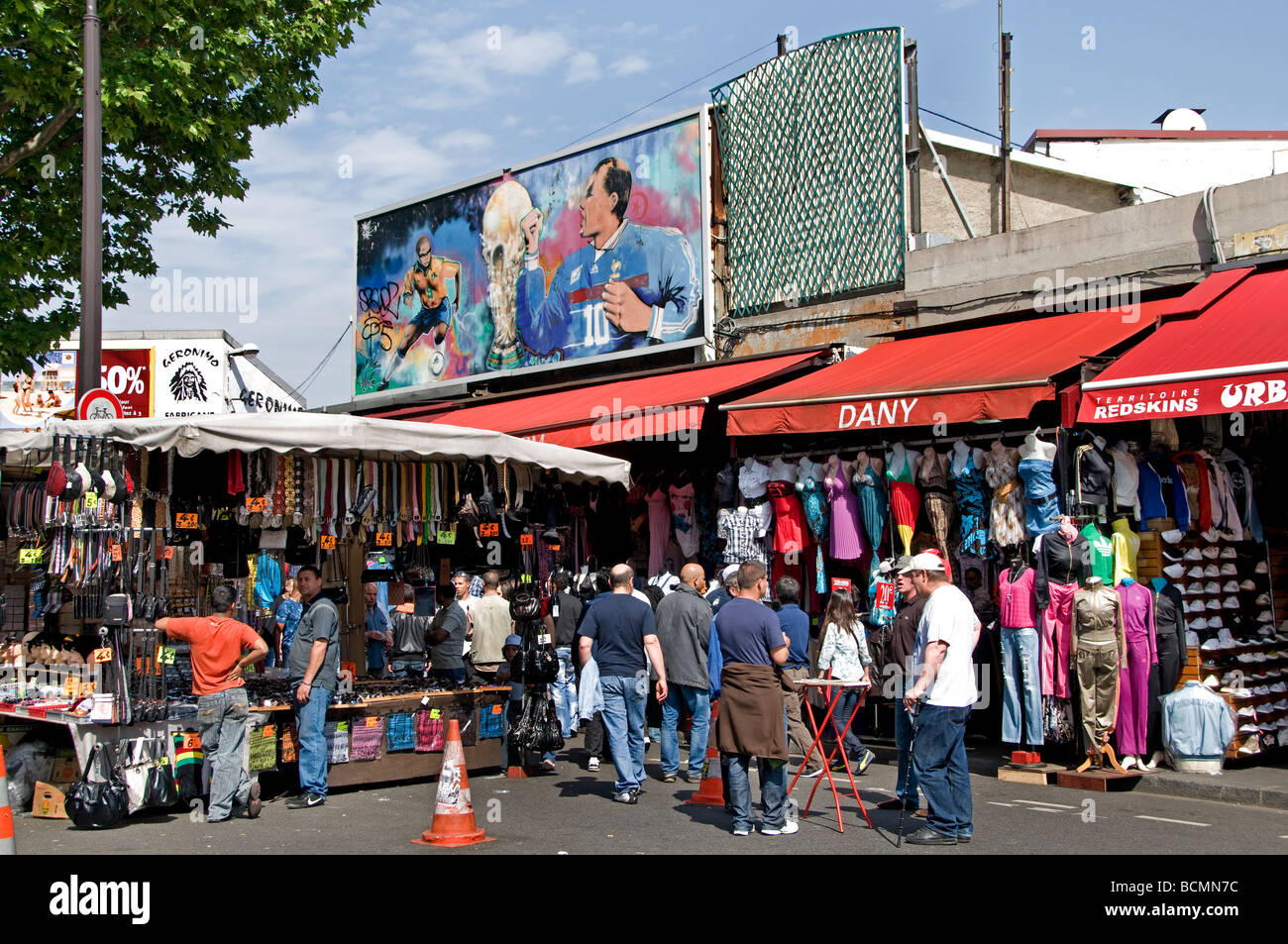 marche aux puces de saint ouen flea market paris stock photo 25041952 alamy. Black Bedroom Furniture Sets. Home Design Ideas