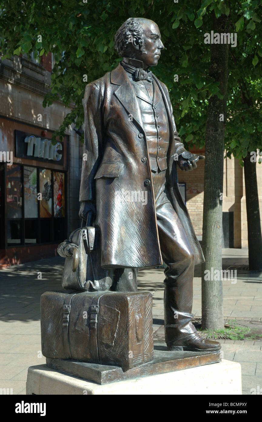 bronze statue of Thomas Cook (1808 - 1892) outside the railway station, Leicester, England, UK - Stock Image