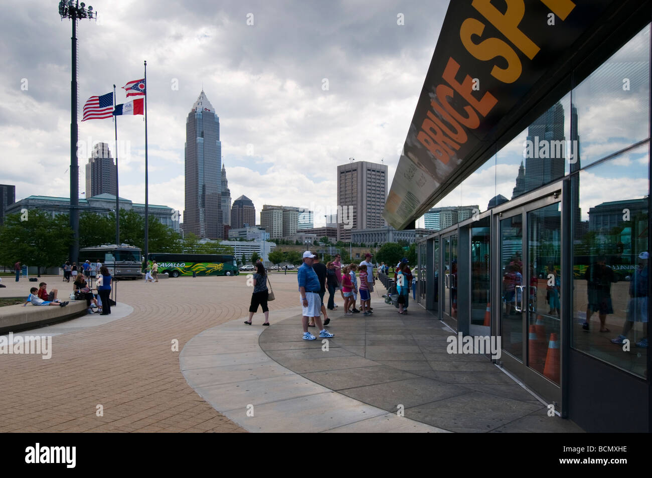Visitors in front of Cleveland's Rock 'n roll, Hall of Fame - Stock Image