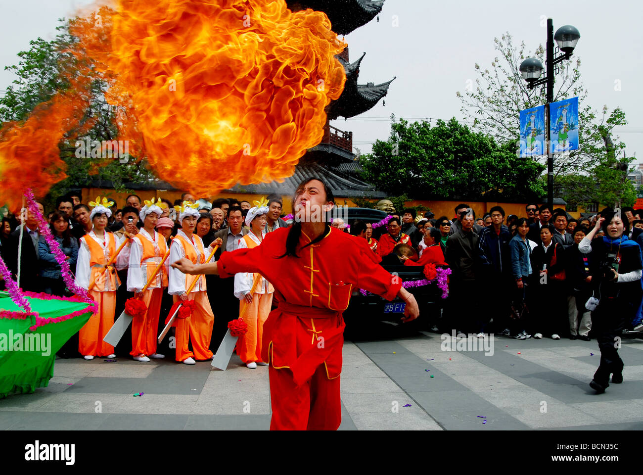 Fire eater performance in City God's Temple, Shanghai, China - Stock Image