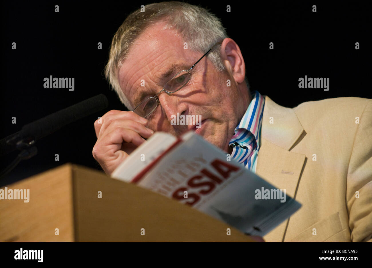 Jonathan Dimbleby broadcaster, tv presenter and author pictured at Hay Festival 2009 - Stock Image