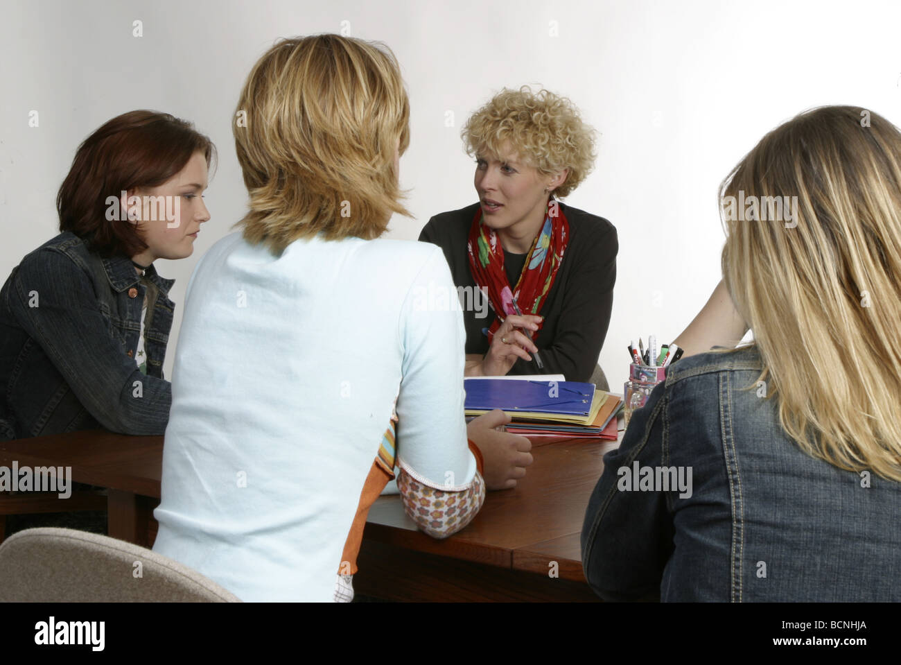 Lost youth listening to social worker - Stock Image