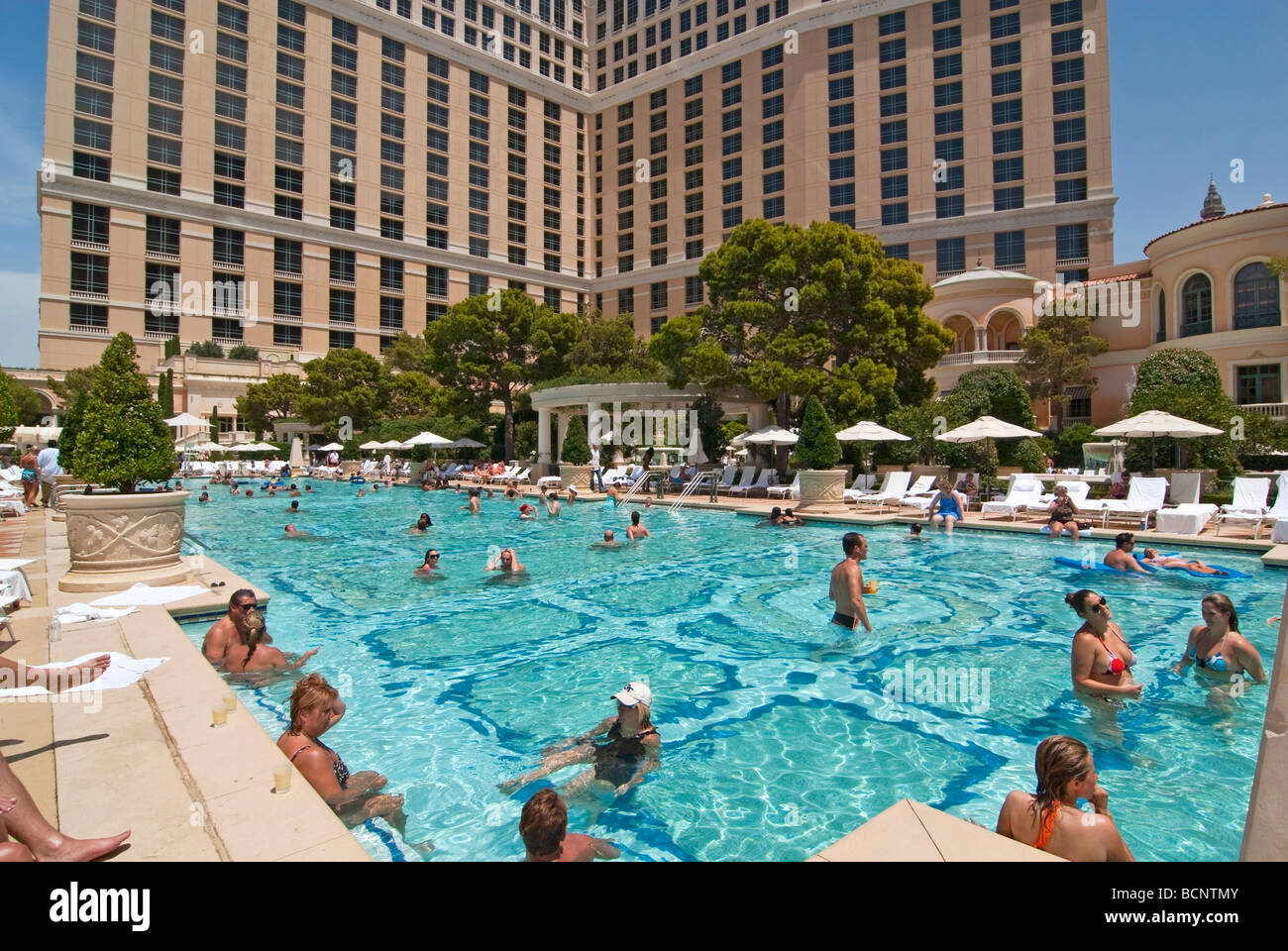 Luxurious Swimming Pool Of The Bellagio Resort And Casino In Las Stock Photo Alamy