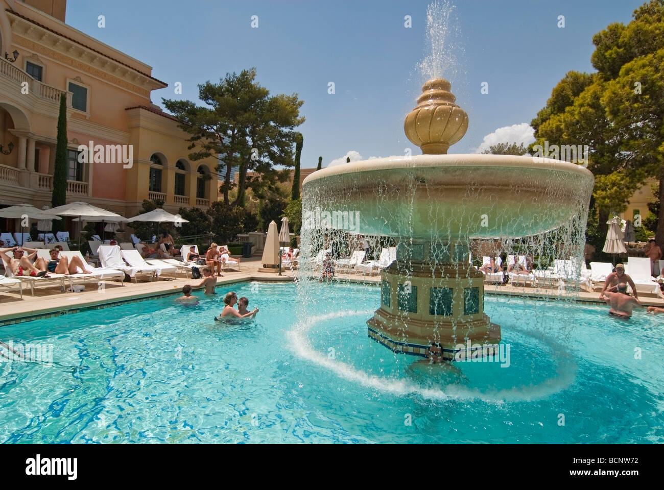 Luxurious Swimming Pool Of The Bellagio Resort And Casino In Las Stock Photo 25067030 Alamy