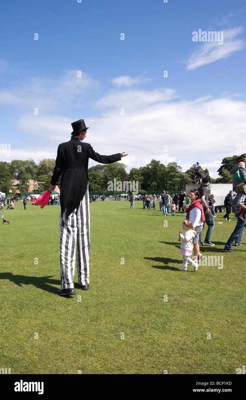 Treefest 2009 Edinburgh festival in Inverleith Park July stilt walker - Stock Image