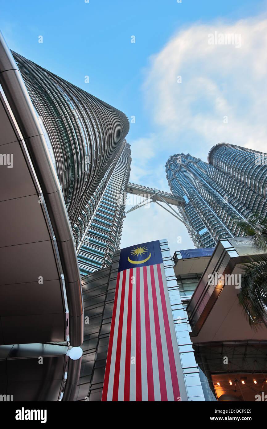 Low Angle View of the Petronas Twin Towers,  Kuala Lumpur, Malaysia, Asia - Stock Image