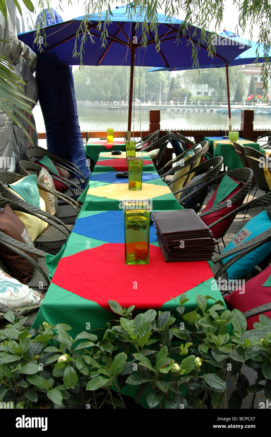 Colorful outdoor dining tables in the bar area of Houhai in Beijing, China - Stock Image