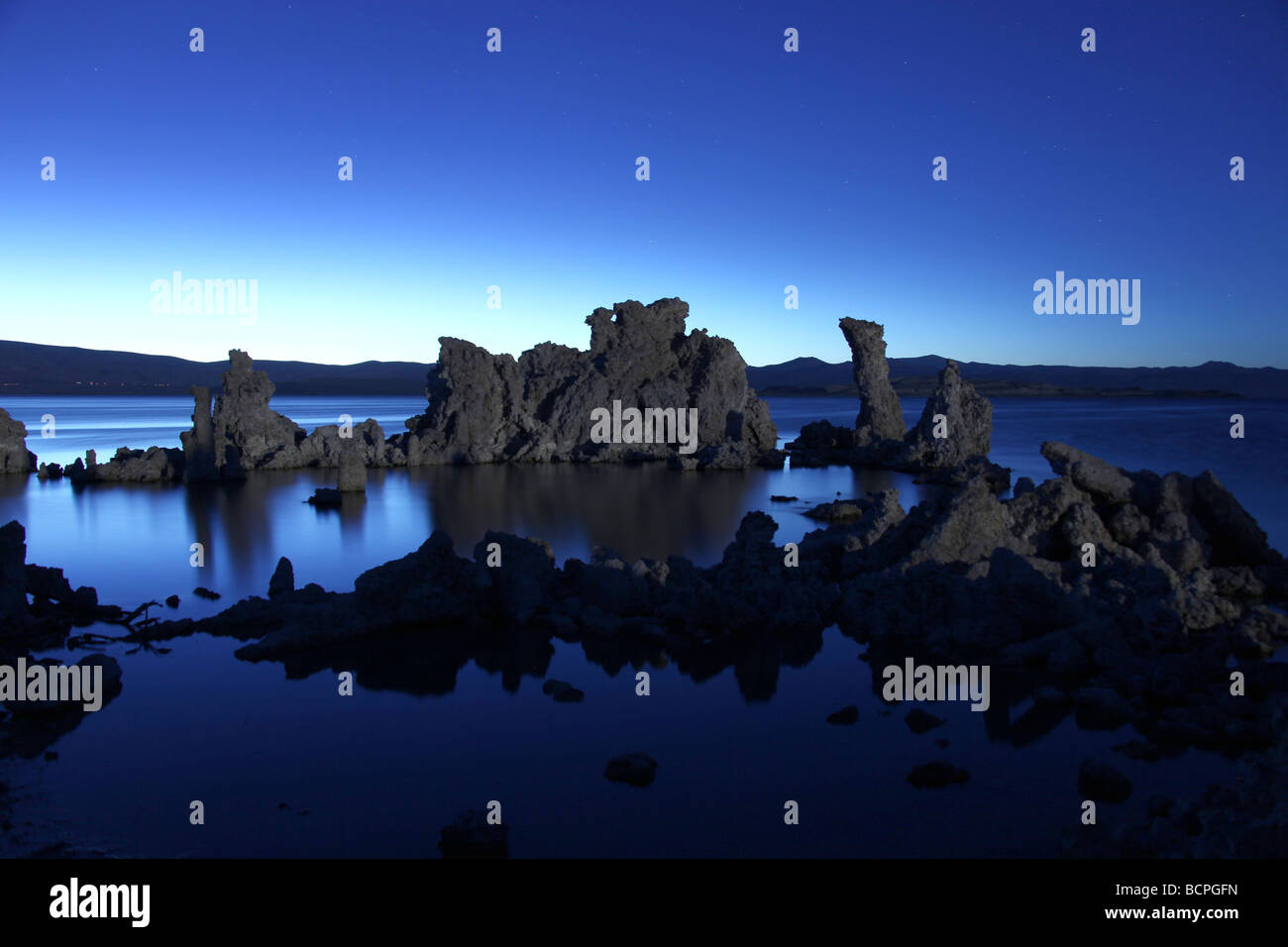 Surreal Tufa Rock Formations in Mono Lake Califonia - Stock Image