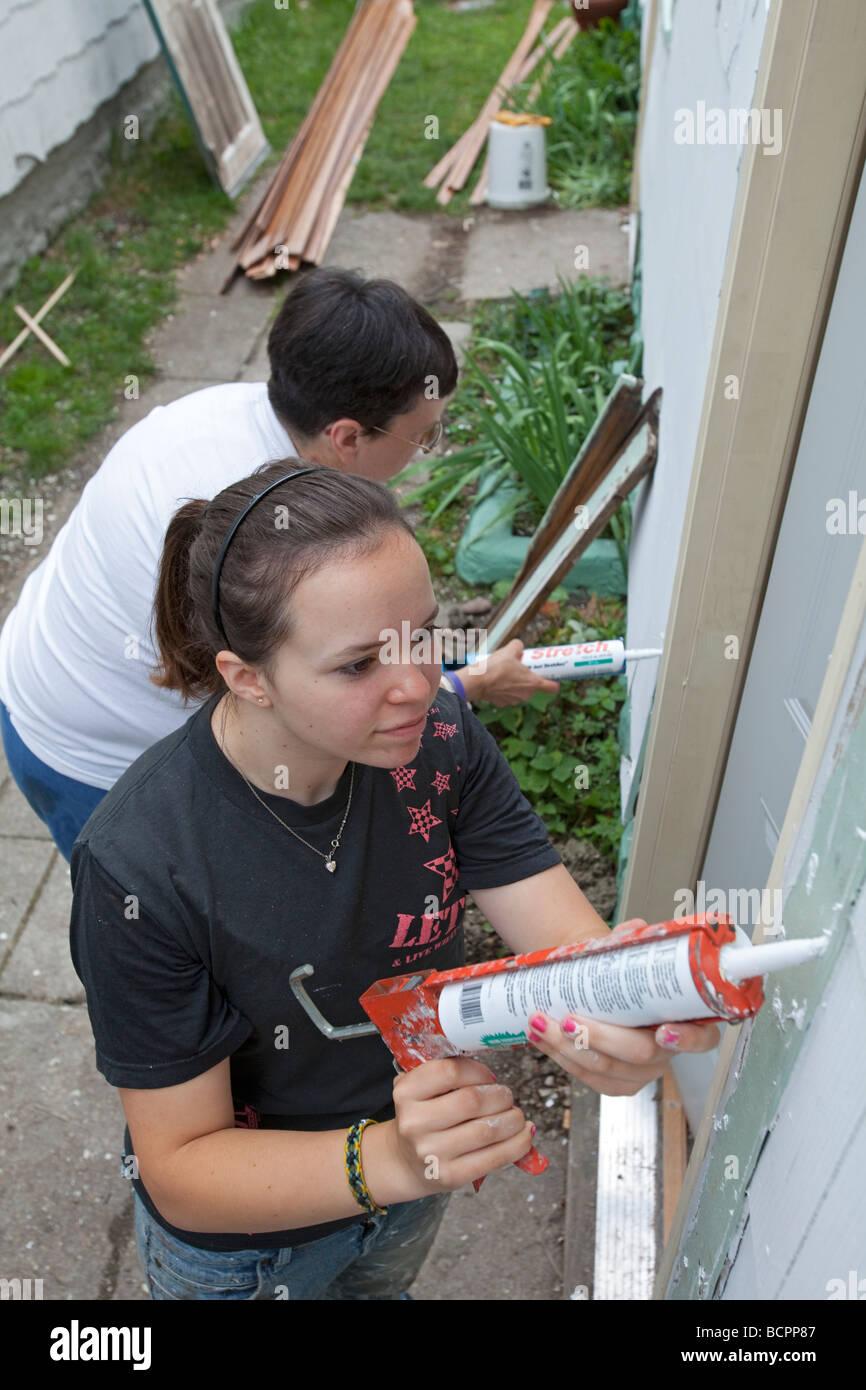 Volunteers from United Methodist church repair damage from Cedar Rapids flood - Stock Image