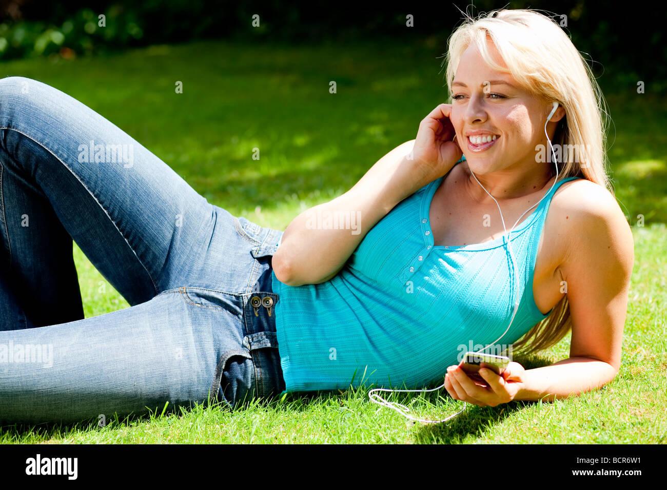 Girl listening to iPod - Stock Image