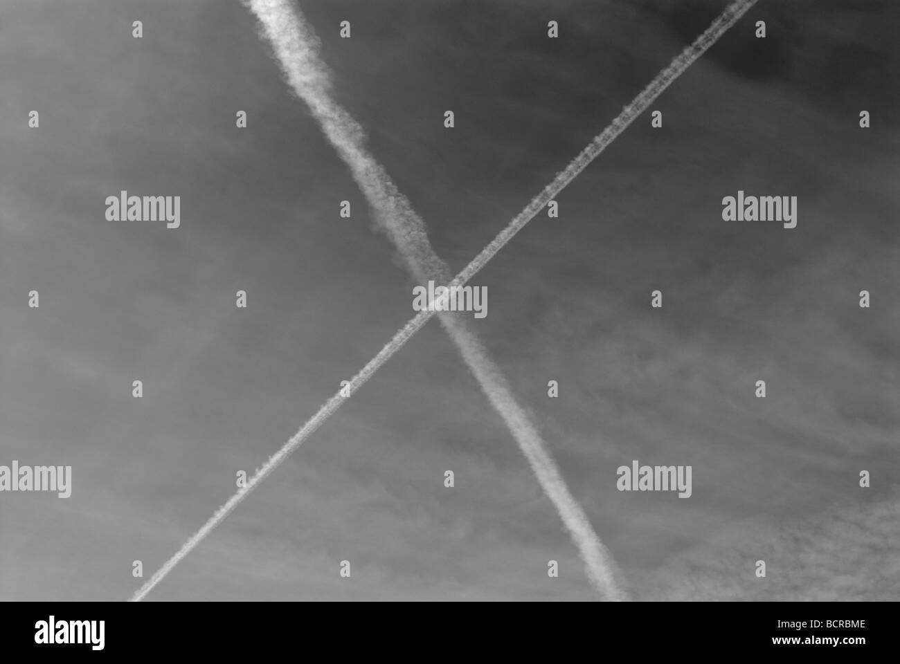 VAPOR TRAIL SKY BACKGROUND - Stock Image
