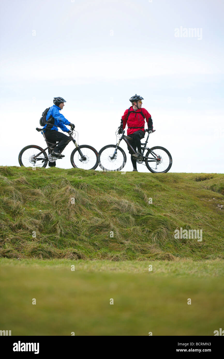 Mountain bikers on the south downs in the winter - Stock Image