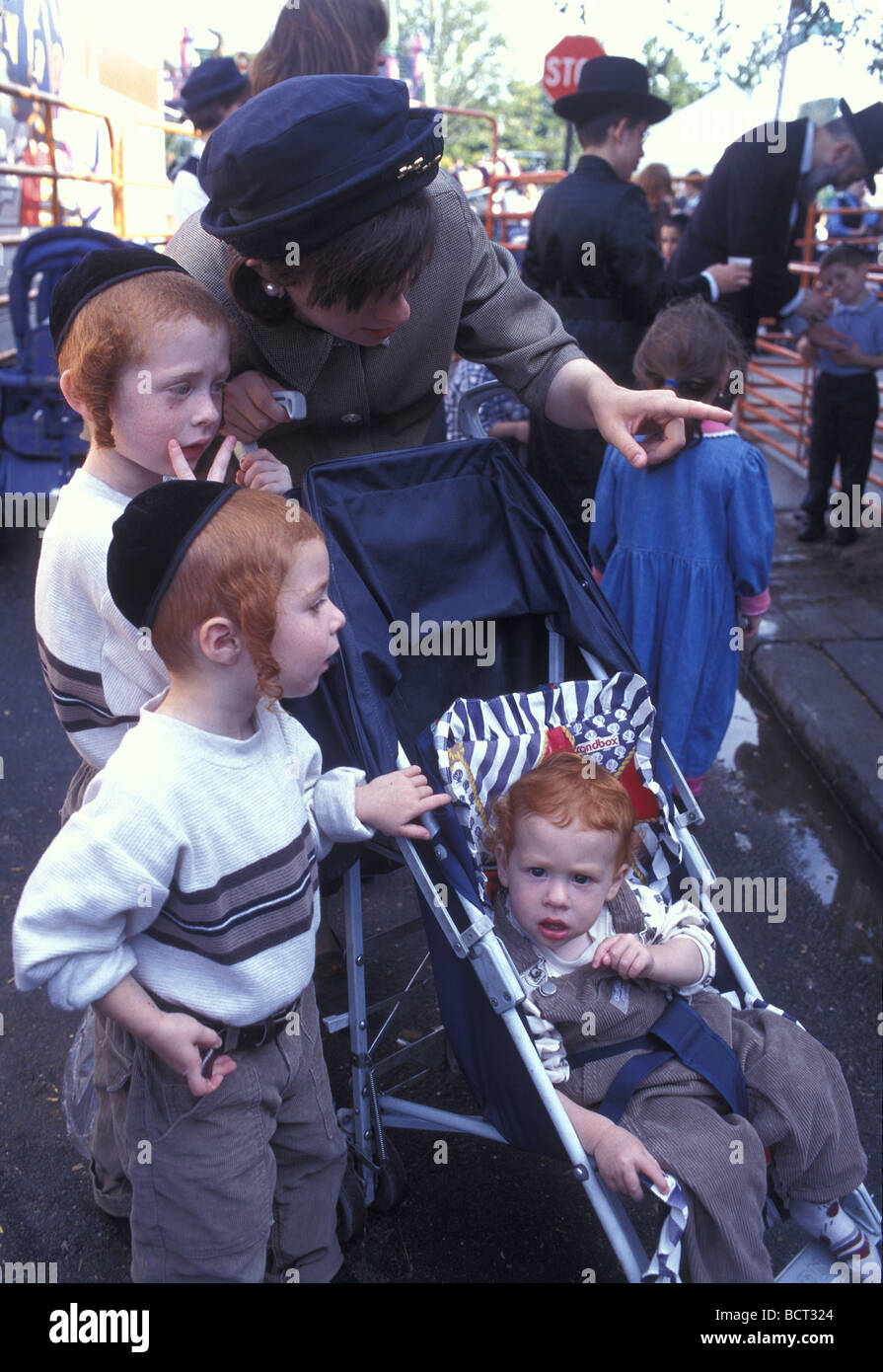 Orthodox Jewish mother with three children all with red hair Borough Park Brooklyn - Stock Image