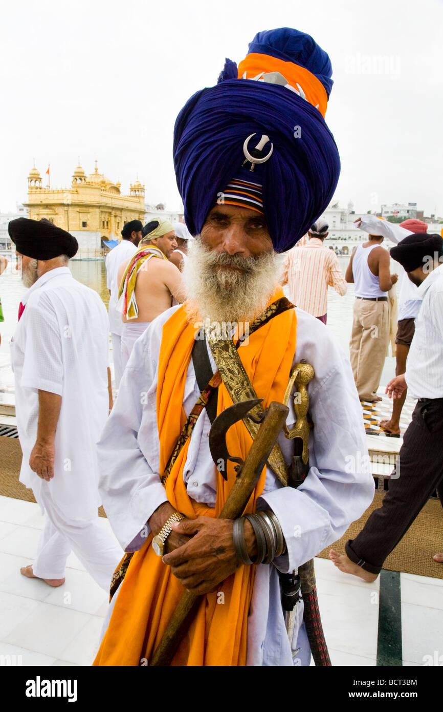 Sikh man wearing an impressive turban, at the Golden Temple (Sri Harmandir Sahib), Amritsar. Punjab. India. Stock Photo
