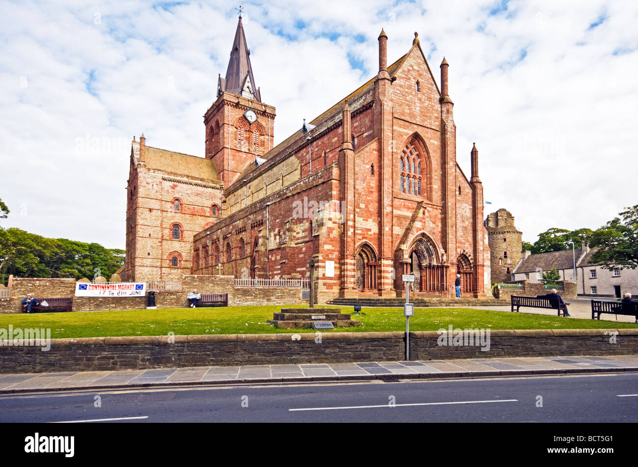 St. Magnus Cathedral in the centre of Kirkwall on the mainland of Orkney in Scotland - Stock Image