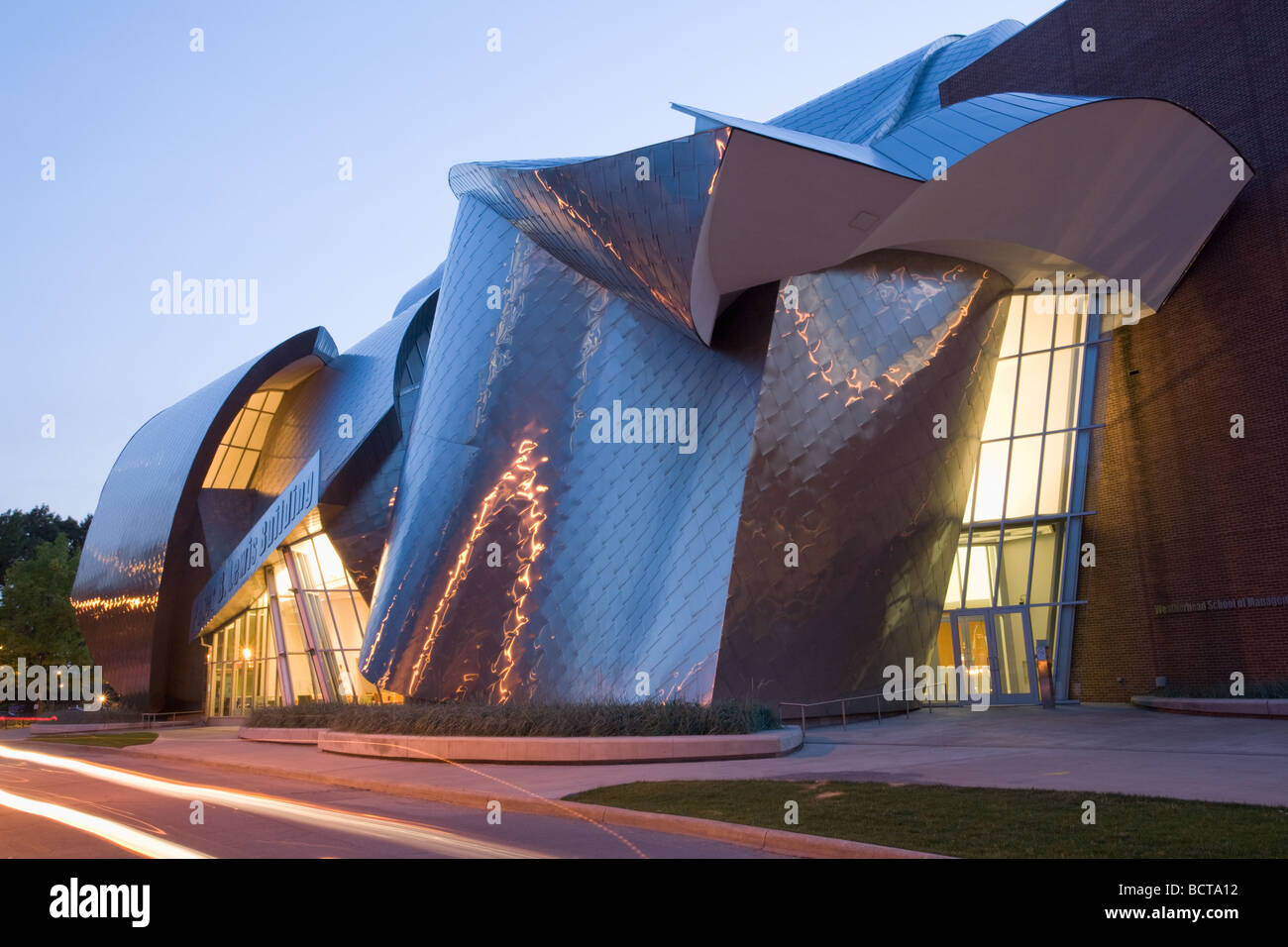 Peter B Lewis Building by Frank Gehry at Case Western Reserve U in Cleveland Ohio - Stock Image