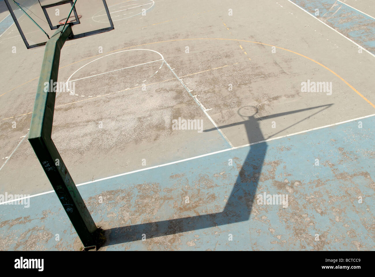 OLD BASKETBALL COURT - Stock Image