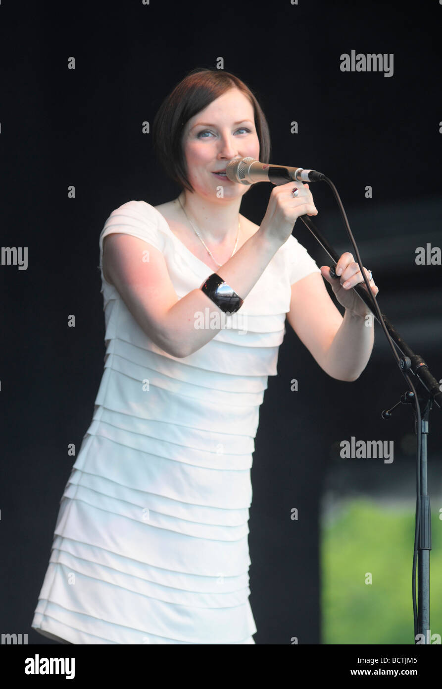 Scottish Folk Singer Julie Fowlis performs on stage at The Gathering 2009 in Holyrood Park, Edinburgh, for Homecoming - Stock Image