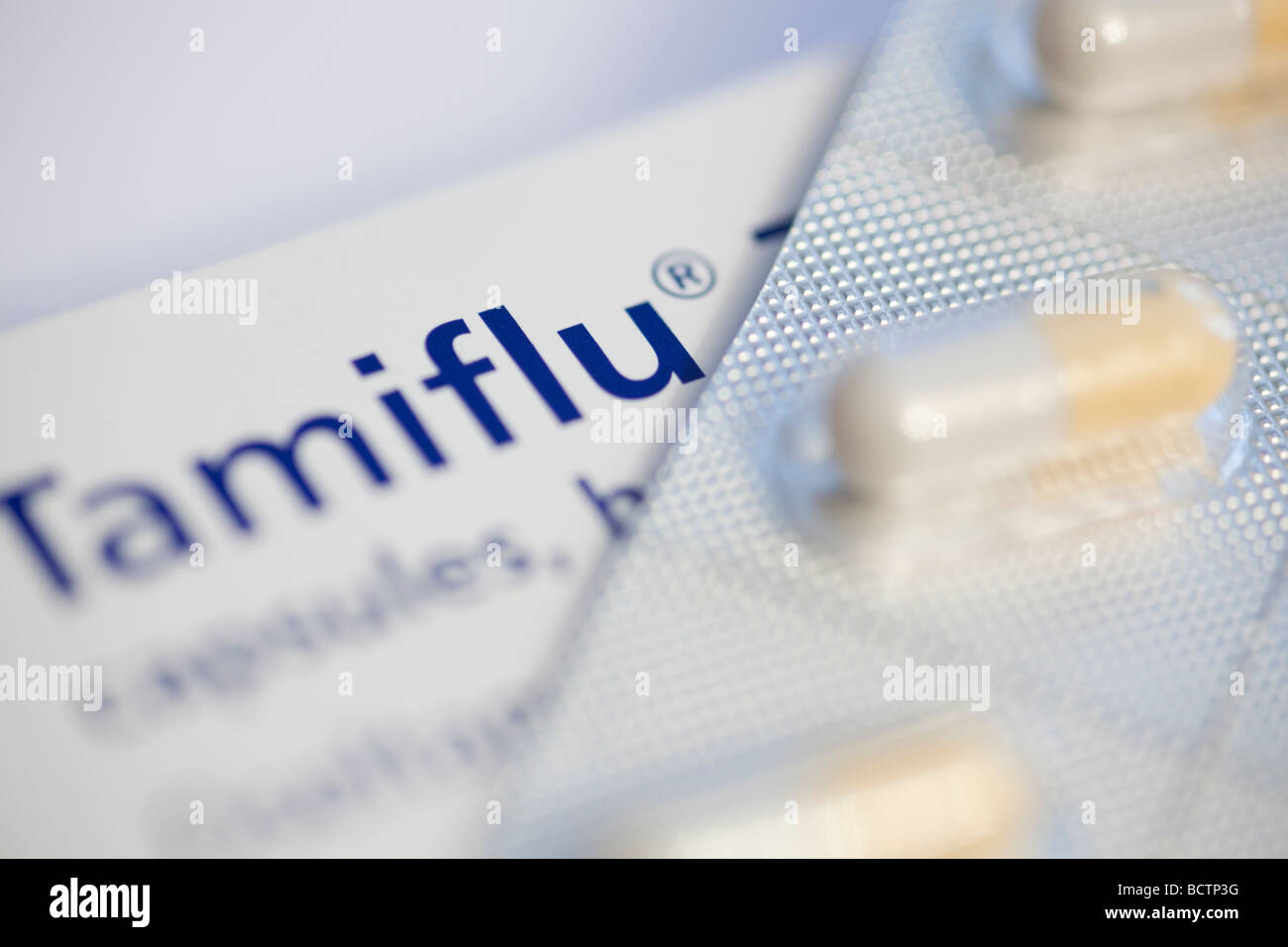 Tamiflu Capsules (Oseltamivir) used to speed recover from H1N1 Swine Flu Influenza manufactured by Roche Pharmaceuticals - Stock Image