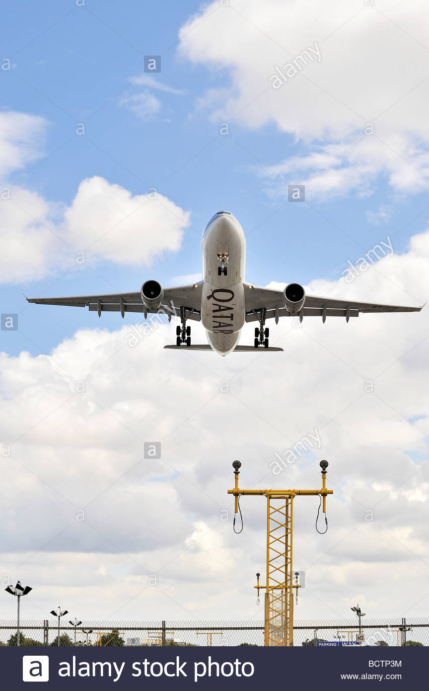 A Qatar Airlines aircraft landing at London's Heathrow Airport - Stock Image
